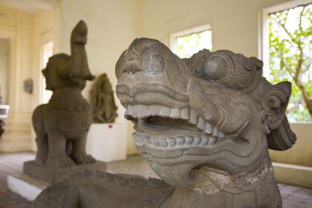 statue at cham musuem danang