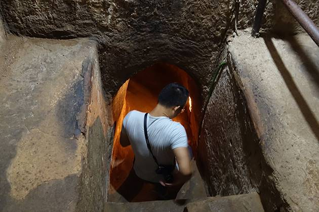 discover cu chi tunnels in saigon