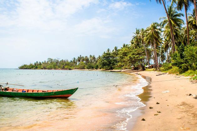 relaxing at the beach of Kep is the best way to enjoy family tours to cambodia