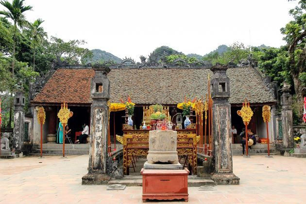 temple in hoa lu ancient capital