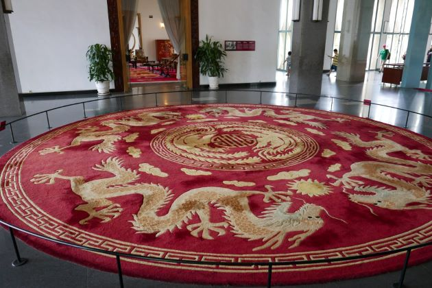the large dragon carpet at saigon reunification palace
