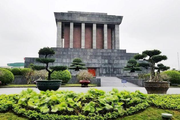 uncle ho mausoleum