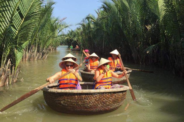 unique vietnam basket boat in hoi an