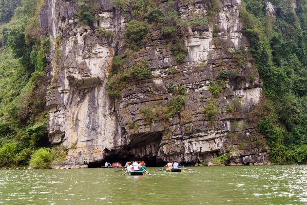 boat trip to visit trang an landscape complex