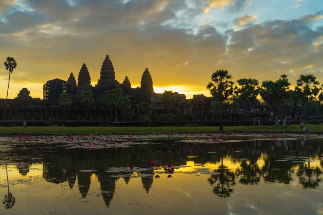 charming angkor wat at dawn