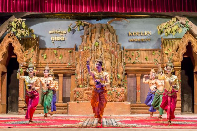 enjoy dinner with traditional aspara dance in phnom penh