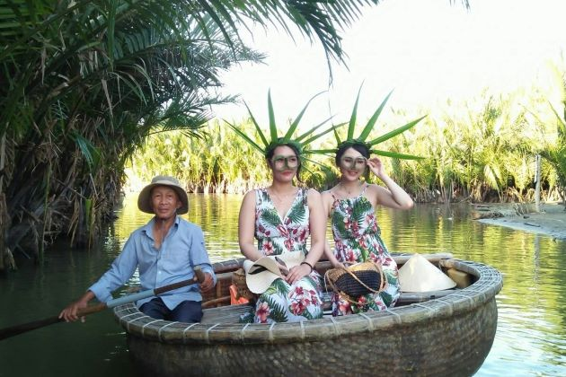 experience vietnamese basket boat in hoi an