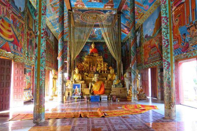inside Wat Hanchey