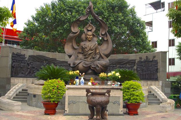 the statue of monk thich quang duc