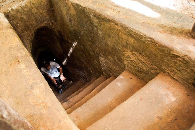 visit cu chi war tunnels