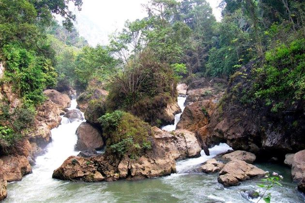 dau dang waterfall ba be vietnam tours