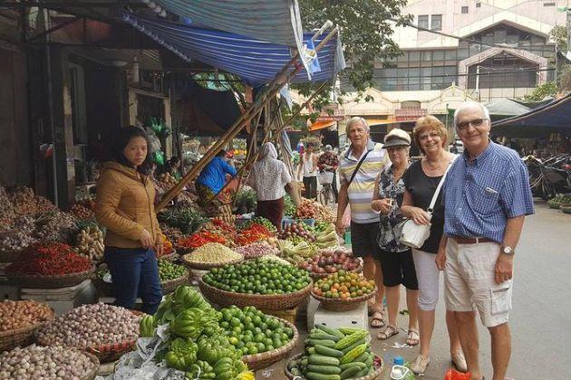 hanoi street food with local blogger