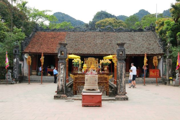 temple of king dinh ninh binh tours from hanoi