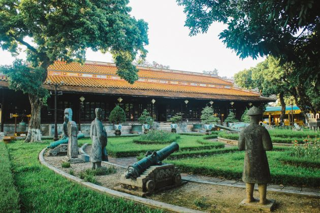 the palace inside hue imperial city