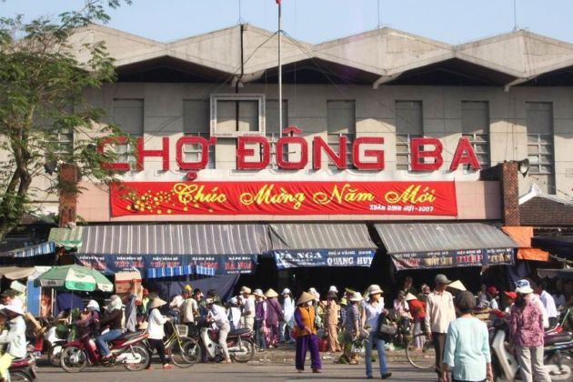 the traditional dong ba market in hue