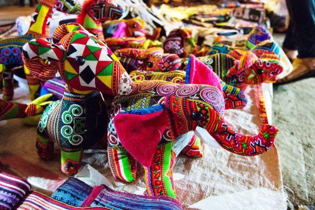 sapa Vietnam love market