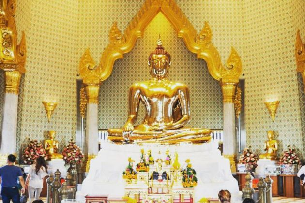 Bangkok Golden Buddha Temple in WatTraimit