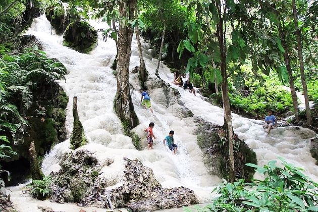 Bua Tong Sticky Waterfalls thailand