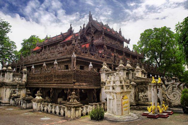 Shwenandaw Kyaung in mandalay