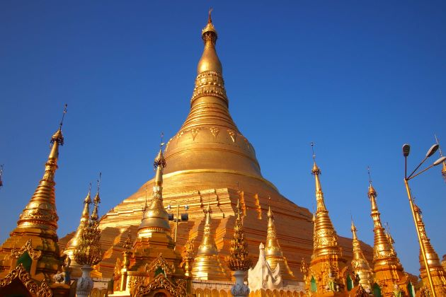 behold Shwedagon Pagoda in myanmar