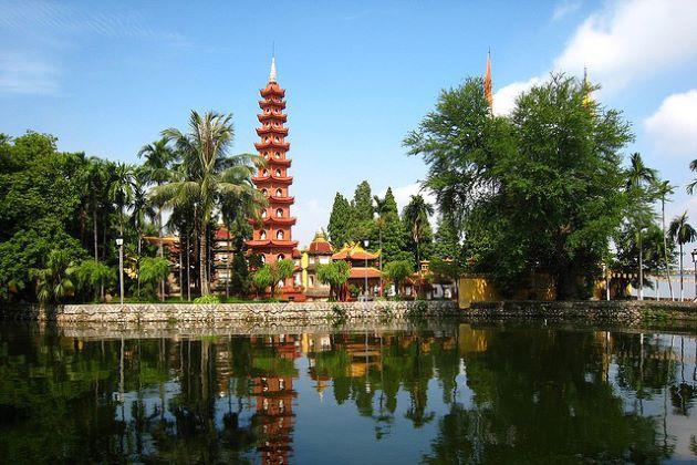 explore tran quoc pagoda in hanoi