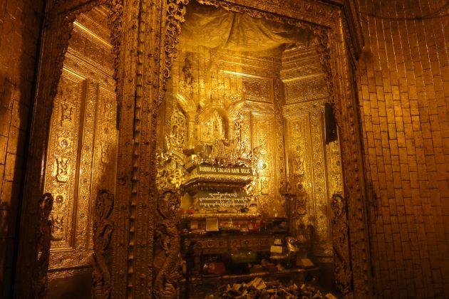 inside Yangon Botahtaung Pagoda