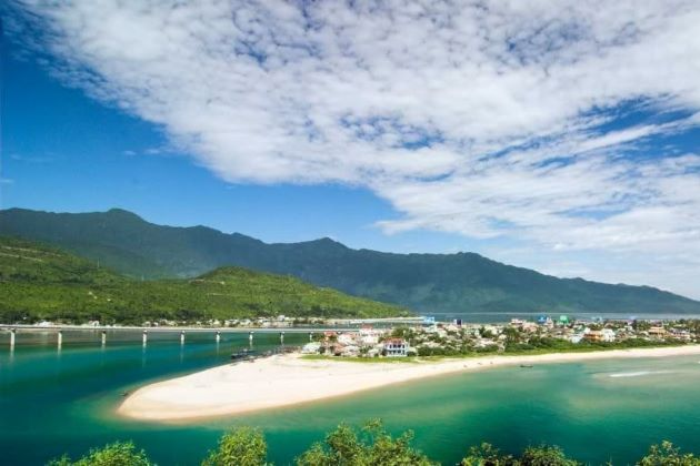 lang co beach in danang