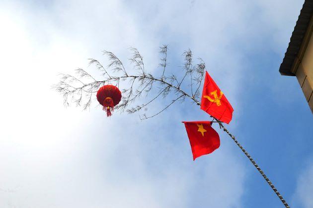 neu tree vietnam lunar new year traditions